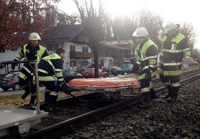 Almanya'da Trenler Çarpıştı: 8 Ölü, 150 Yaralı