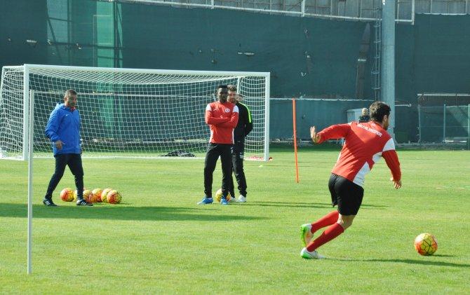 Antalyaspor Başkanı Gencer: Dört maçtan 3 galibiyet almak istiyoruz
