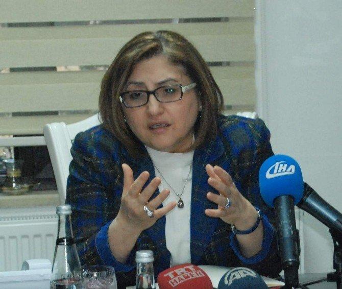 """Fatma Şahin: """"Bombardıman Devam Ederken, Halep'ten Gelecek 1 Milyon Kişiden Bahsediliyor"""""""