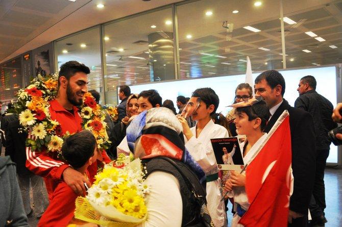 Avrupa Şampiyonu Karateciler yurda döndü