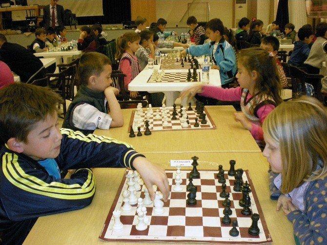 Ayvalık'ta 2016'nın İlk Satranç Turnuvası 20-21 Şubat'ta Yapılacak