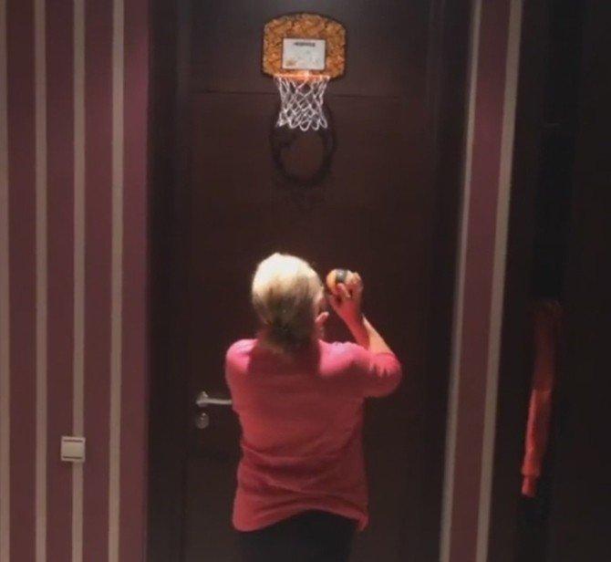 Futbolcu Arda Turan'ın Annesi Basketçi Oldu
