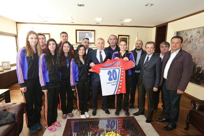 Büyükşehir Belediyesi'nin Spora Desteği Sürüyor