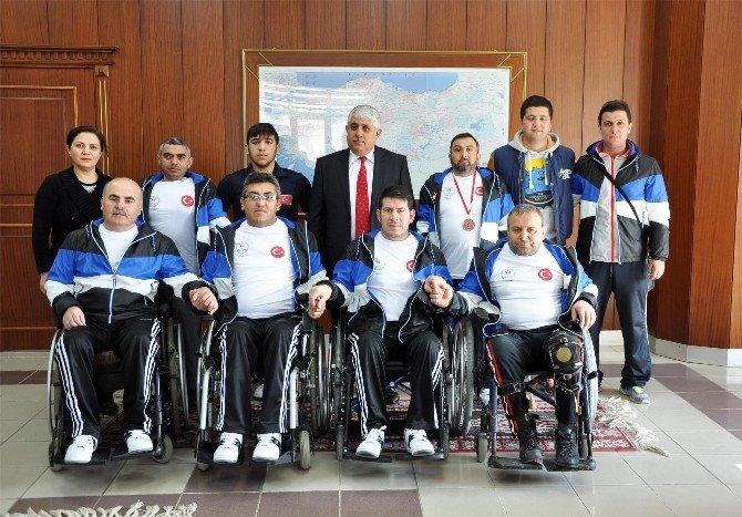 Bedensel Engelli Badmintoncular Sorgun Belediye Başkanı Şimşek'i Ziyaret Etti