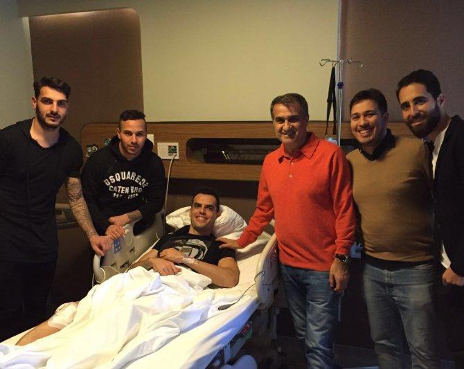 Şenol Güneş, Fikret Orman ve futbolcular Rhodolfo'yu ziyaret etti