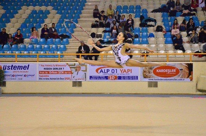 Adana'da Ritmik Cimnastik Grup Müsabakaları Tamamlandı