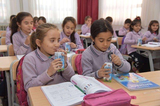Okullarda Okul Sütü Dağıtımı Başladı