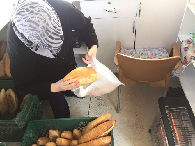 50 Kuruşa Satılan Ekmeğe Hücum