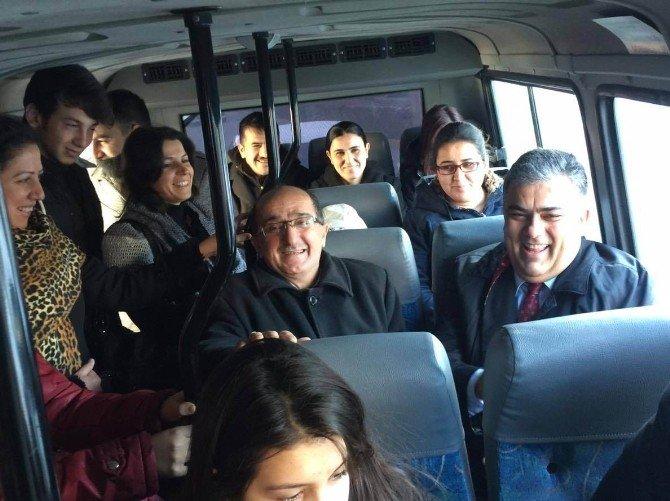 Başkan Özgüven, Minibüse Binerek Seyahat Etti