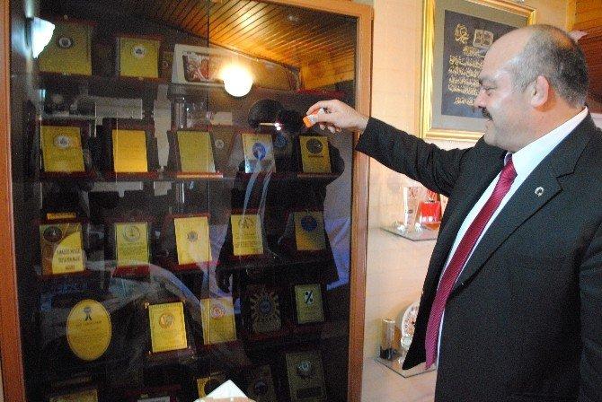 Şampiyon Güreşçi Mahmut Demir'in 90 Madalyası 18 Yıldır Kayıp
