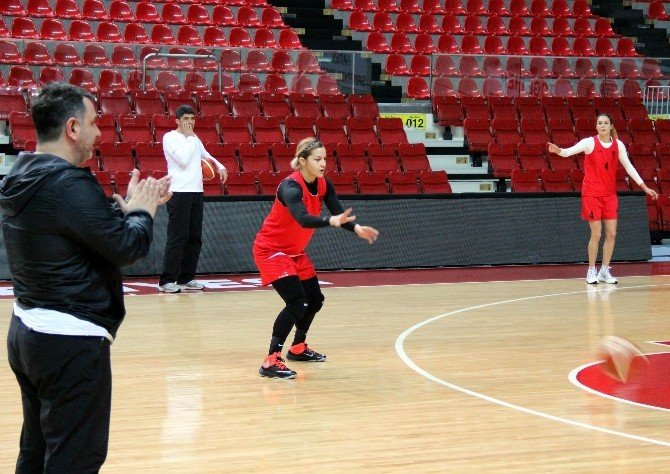 AGÜ'de Hedef Euroleague'de Son 8'e Kalmak