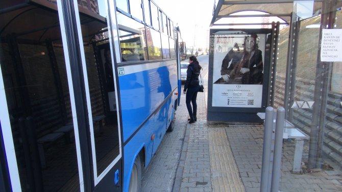 Görme engelliler için yapılan sarı şerit yoluna otobüs durağı yapıldı