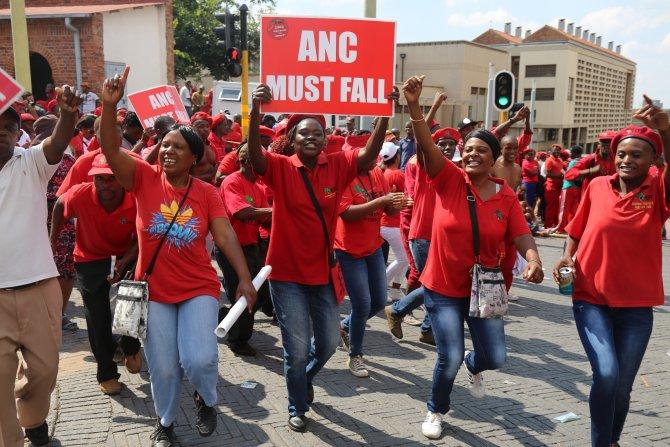 Güney Afrika liderinin yolsuzluk duruşması Anayasa Mahkemesi'nde görüşülüyor