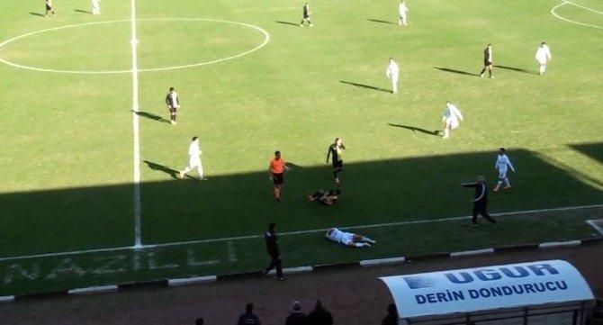 Beşiktaş'ın Eski Yıldızı Rakibinin Suratını Tekmeleyince Saha Karıştı