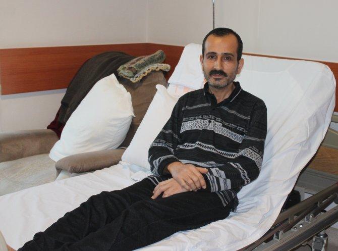 Üç damarı tıkanan kalp hastasını koldan by-pass kurtardı