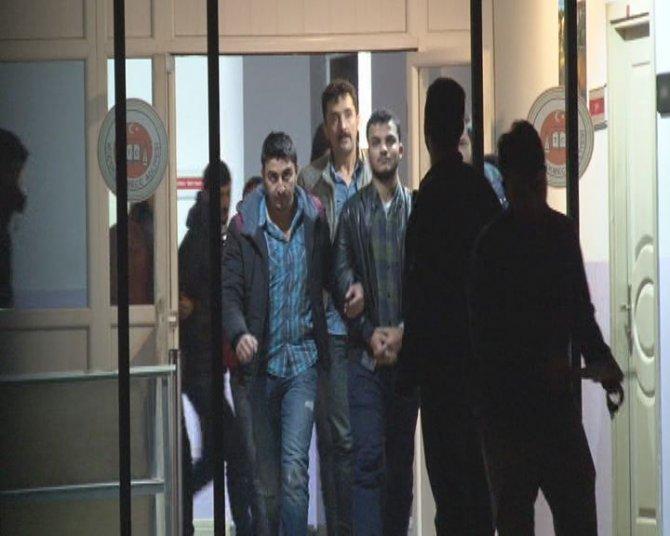 Kanarya'da kahvehaneyi tarayanlar tutuklandı