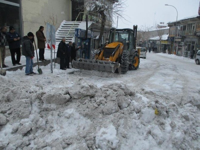 Bulanık'ta Kar Temizleme Çalışması