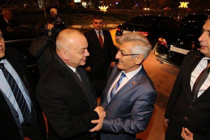 Başkan Ergün Yunt-der'e Kurmaylarıyla Çıkartma Yaptı