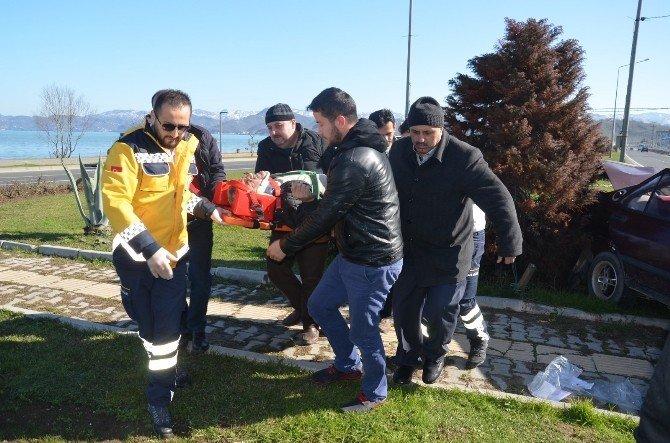 Fatsa'da Trafik Kazası: 3 Yaralı