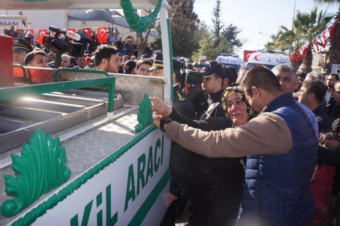 Şehit polis memuru son yolculuğuna gözyaşlarıyla uğurlandı