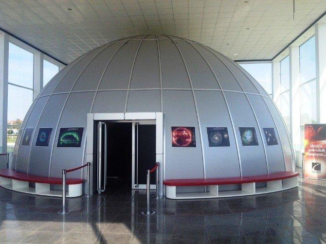 100 Bin Öğrenci Planetaryum'da Uzayı Keşfetti