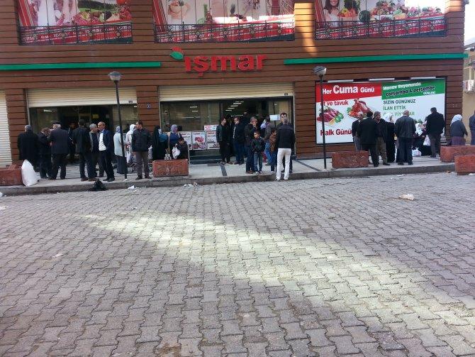 3 gün sonra açılan marketlere vatandaşlar akın etti