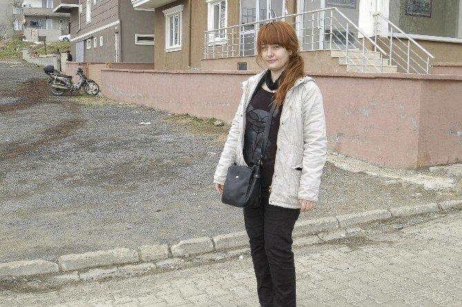 Kadın Öğretmen, Okul Yolunda Köpeklerin Saldırısına Uğradı