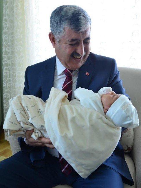 Başkan Polat, 3 Bininci Bebeği Ziyaret Etti