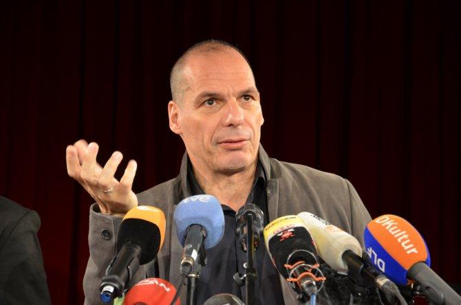 Yunanistan'ın 'Marksist' bakanı Avrupa'ya demokrasi getirmek istiyor