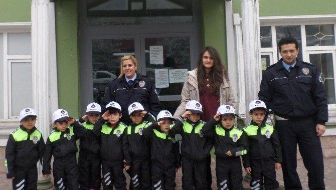 Ağrı'da Öğrencilere Trafik Eğitimi Semineri