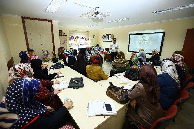Geleceğin İş Kadınları İçin Girişimcilik Kursu Açıldı
