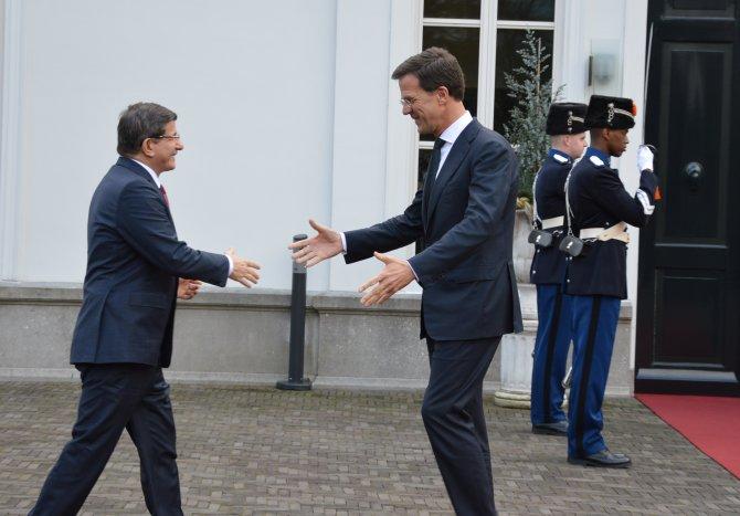 Davutoğlu, Hollandalı mevkidaşı ile bir araya geldi