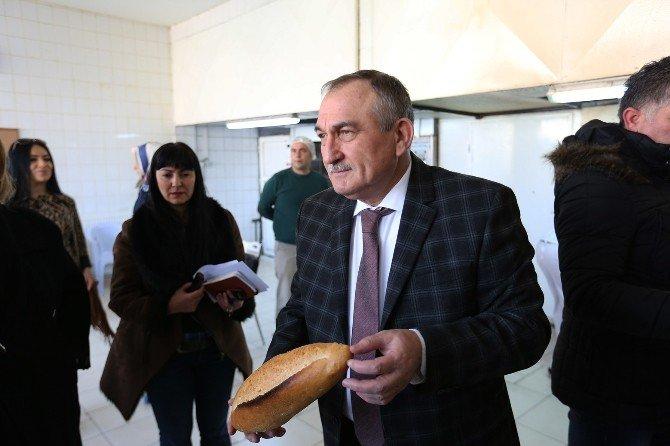 Bolu'da Halk Kaliteli Ekmeği Ucuza Yiyor
