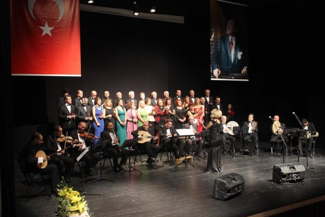 Bursa Barosu avukatları korosundan TSM konseri