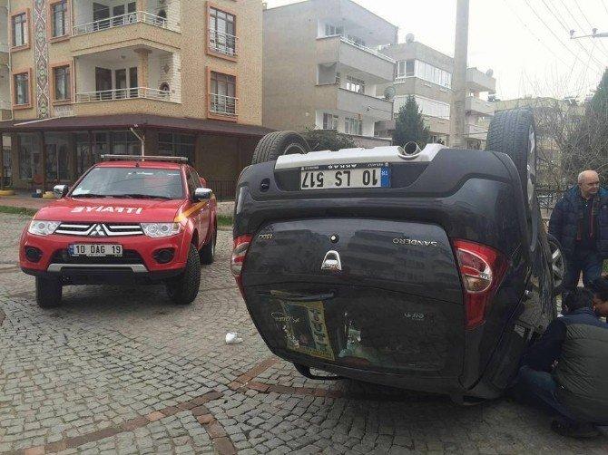 Duran Araca Çarpan Otomobil Ters Döndü