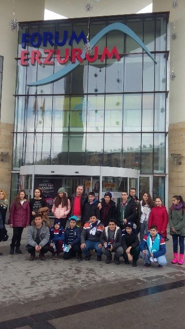 Forum Erzurum'dan Çocuklara Sinema Keyfi