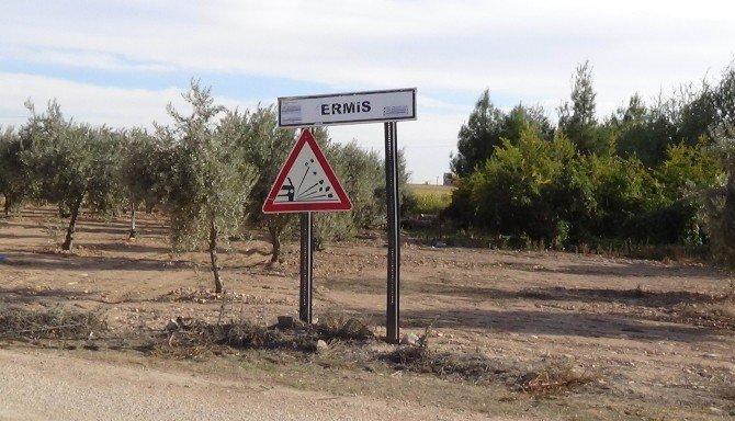 Suriye Sınırında 4 Adet Canlı Bomba Yeleği Ve 15 Kilo Patlayıcı Ele Geçirildi