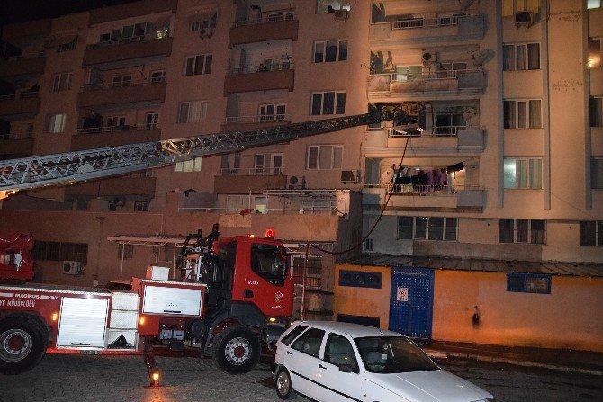 Aliağa'da Beş Katlı Binada Yangın