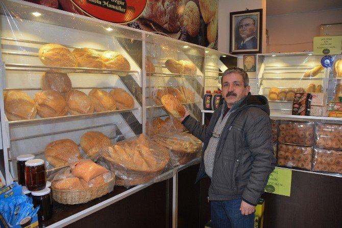 Duyarlı Esnaf Ekmeğini Bölüşüyor