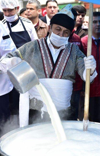 Kahramanmaraş'ta 5 Bin Kişiye Süt İkram Edildi
