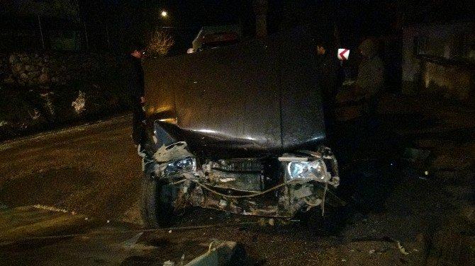 Otomobil İle Tır Kafa Kafaya Çarpıştı, 1 Yaralı