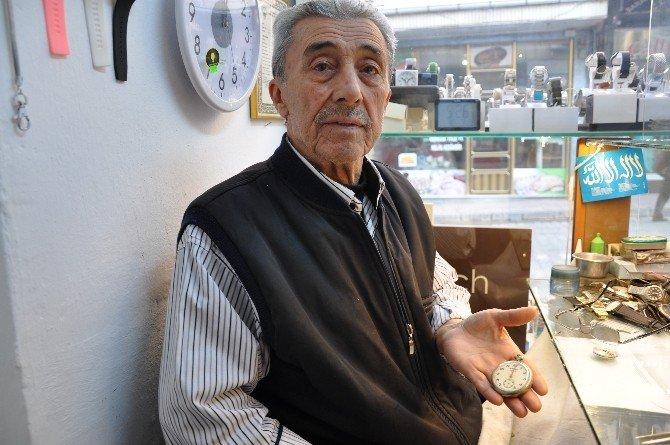 Simav'ın Emektar Saat Ustası Yıllara Direniyor