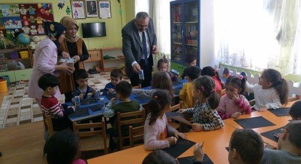 Gediz'deki Okullarda Süt Dağıtımı Başladı