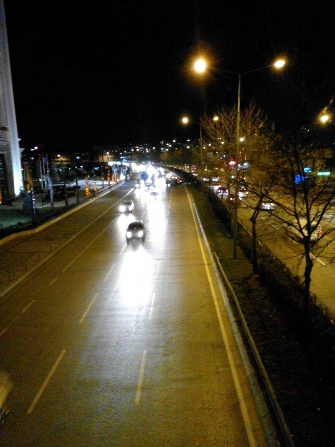 Bursa'da şiddetli lodos hayatı olumsuz etkiliyor