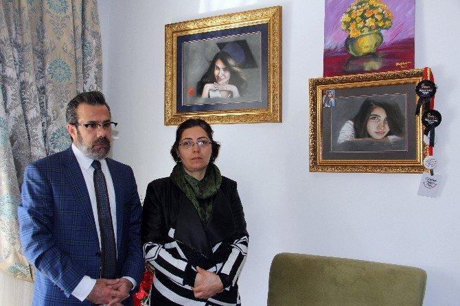 """Özgecan'ın Ailesi: """"Kızımız Rüyalarımızda Yaşıyor"""""""
