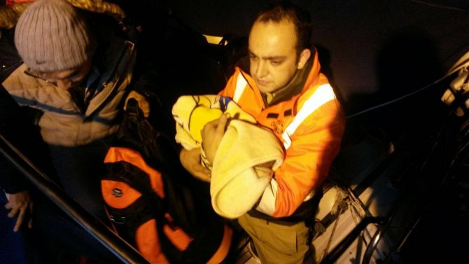 ABD bandıralı yatla kaçak göçmen taşırken yakalandılar