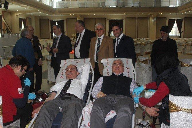 Sakaryalı Gazeteciler Kan Bağışladı
