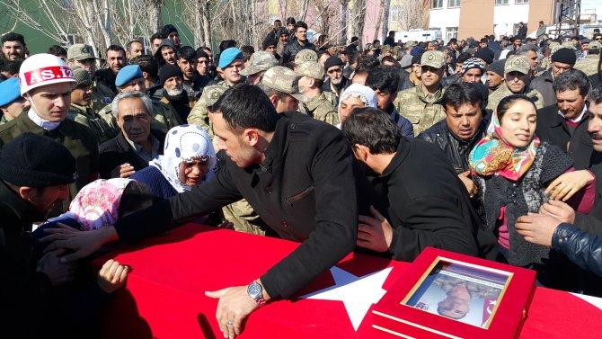 Vanlı şehit, gözyaşları içinde Kürtçe ağıtlarla toprağa verildi