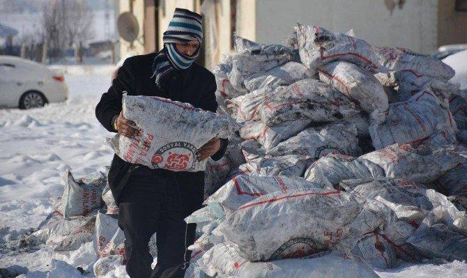 Tatvan'da Kömür Dağıtımı Tamamlandı