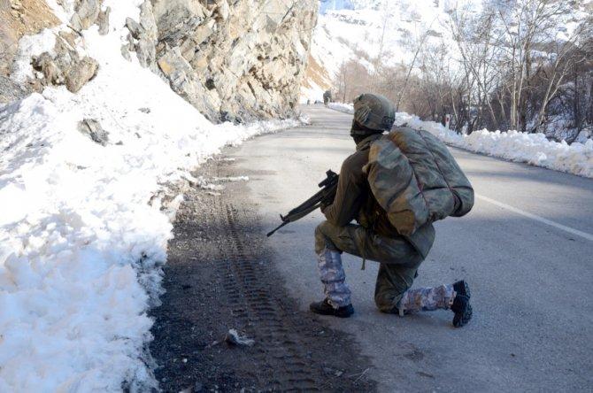 Tunceli'de fark edilen patlayıcı imha edildi